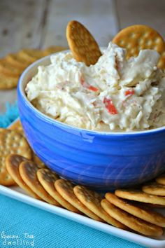 Crock Pot Crab Dip PLUS 21 scrumptious game day recipes and touchdown worthy crafts & DIY party decor tutorials.