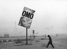 Zwartwit-fotografie van de Zuid-Afrikaanse Santu Mofokeng in Extra City, Antwerpen
