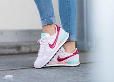 Nike Wmns Internationalist (Pearl Pink / Noble Red - Hyper Turq - Atomic Pink)