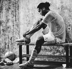 Ronaldinho the one player that no matter what was always smiling on the field ! He is the one and only true Joga Bonita King DOUBLE TAP IF YOU AGREE Best Football Players, Football Is Life, Soccer Players, Football Soccer, Messi Vs, Messi Soccer, Soccer Art, Soccer Poster, Ronaldinho Wallpapers