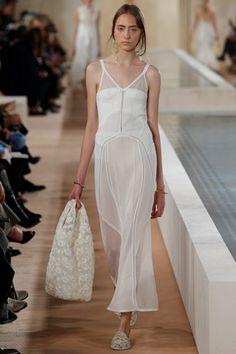 Sfilata Balenciaga Parigi - Collezioni Primavera Estate 2016 - Vogue