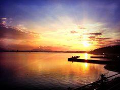 島根県、宍道湖の朝日。日本でもこんな絶景が見れるとは。
