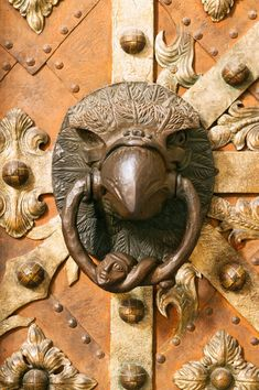 Rustic Door Knocker Metal Antique-Style with Floral Pattern Heraldic Lily