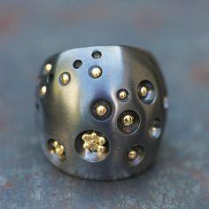 Bague Nids d'Or Silver Platinium, or par Nathalie Dmitrovic éditée en exclusivité par l'Atelier des Bijoux Créateurs.