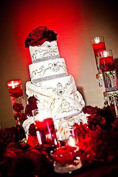 Gorgeous wedding cake table decorations