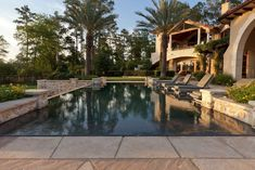 We just want to dive into this beautiful swimming pool in this gorgeous Texas backyard!
