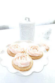 Vegan Rose Cookies & Vegan Buttercream Frosting. I have to do thisss