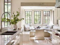 BLACK window frames. So striking and one of my favorite design details!!!