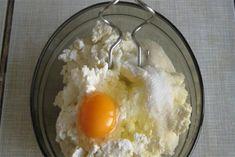 Šneci s tvarohem a zakysanou smetanou - VařímeDobroty.cz Grains, Rice, Eggs, Breakfast, Food, Morning Coffee, Essen, Egg, Meals