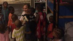 Antonio Miguel Carmona visitó el orfanato de madame Gladys donde pudo comprobar el desbordamiento de niños.