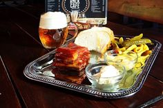 Pivná púť tu s vami bude do polovice júla! Nepremeškajte tie najlepšie ponuky #beer #rebierka #food #lovefood #instafood #foodblog  https://www.zlavomat.sk/zlava/559889-bravcove-rebierka-s-oblohou-a-velke-pivo