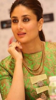 Fashion Model Face Makeup Tutorials For 2019 Indian Bollywood Actress, Bollywood Fashion, Indian Actresses, Kareena Kapoor Photos, Kareena Kapoor Khan, Indian Celebrities, Bollywood Celebrities, Celebrities Fashion, Karena Kapoor