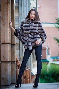 """Меховая куртка из меха кролика Рекс(Германия).\r\n""""Летучая мышь"""",не имеющая как такового размера.Поперечная кладка меха.На меховом поясе.\r\nНосить можно в 3-х вариациях горловины.Капюшон можно"""