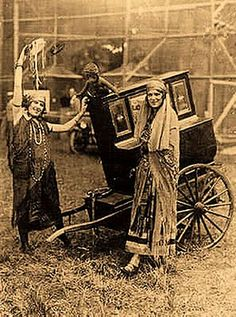 Gypsy women in France... (pretty awesome,  i believe my ancestors were french gypsies)