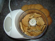Napolitane cu crema de biscuiti - Retete in imagini - Culinar.ro Forum Biscuit, Peanut Butter, Pancakes, Cooking, Breakfast, Desserts, Food, Pain Au Chocolat, Kitchen