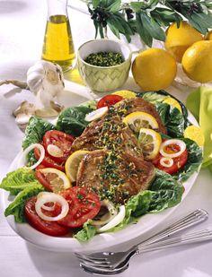 Unser beliebtes Rezept für Thunfischsteaks auf knackigem Salat und mehr als 55.000 weitere kostenlose Rezepte auf LECKER.de.