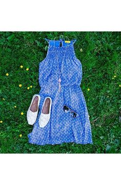 Perfect weekend look - dress, flats, shades.