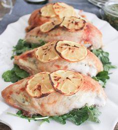 Как приготовить куриные грудки, фаршированные козьим сыром, с песто - рецепт, ингридиенты и фотографии