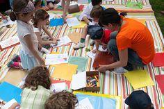 Tanti giochi per i bambini sul prato.    Giochi, attività e laboratori creativi sul prato organizzati per i bambini.