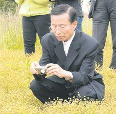 "Capital Press: ""Japanese representatives tour meadowfoam fields"""
