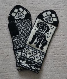 Baby Mittens Knitting Pattern, Fair Isle Knitting Patterns, Crochet Mittens, Knitting Charts, Knitted Gloves, Knit Crochet, Wrist Warmers, Hand Warmers, Black And White Mittens