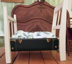 suitcase bed pet dog or cat / maleta para mascotas, gatos, perros muy original #DIY #decoracion #vintage #maletas antiguas #repurposed #upcycled