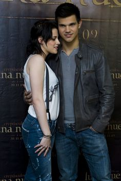 """/  Taylor Lautner and Kristen Stewart at the photocall for """"The Twilight Saga: New Moon"""" in Mexico City"""