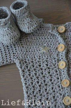 Haken ideeën baby Slofjes en jasje