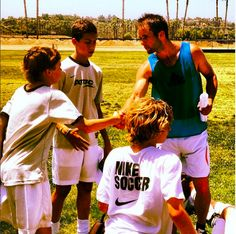 Want to improve your soccer skills faster? Soccer drills to take your game to the next level? Progressive soccer training routines and soccer workouts? Soccer Shooting Drills, Soccer Drills, Soccer Coaching, Soccer Tips, Soccer Training, Soccer Players, Solo Soccer, Play Soccer, Nike Soccer