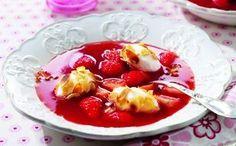 Erdbeer-Kaltschale mit Schneeklößchen
