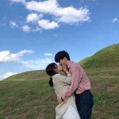 Cute Couple Poses, Cute Couple Pictures, Cute Couples Goals, Couple Posing, Couple Goals, Couple Photos, Korean Couple, Best Couple, Pre Wedding Poses
