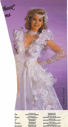 Sexy Weird Wedding Dress, Long Gown For Wedding, Wedding Dress With Veil, Beautiful Wedding Gowns, Classic Wedding Dress, Bridal Wedding Dresses, Dream Wedding Dresses, Crazy Wedding, Gowns For Girls