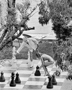 Strip chess 🎲 Gunter Sachs 📷 by Elliott Erwitt Agent Provacatuer, Porfirio Rubirosa, Playboy, San Tropez, Nostalgia, Elle Blogs, The Sun Also Rises, Elliott Erwitt, Religion