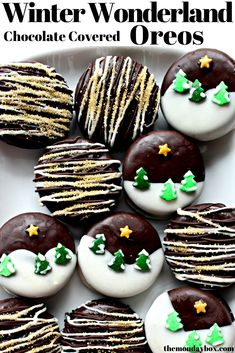 Winter Wonderland Oreos are dipped in chocolate and turned into magical Christmas scenes with just a few sprinkles! Quick, easy, and delicious! Imagine these special treats on holiday cookie trays, as gifts, and in care packages. Oreo Dessert, Dessert Recipes, Desserts, Good Morning Gift, Christmas Scenes, Christmas Time, Christmas Ideas, Christmas Drinks, Christmas Recipes