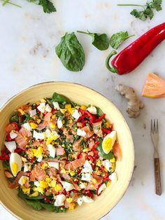 Thaise salade met gerookte zalm, mango en papaja