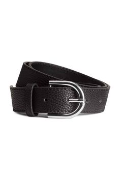 Belt : Belt in imitation leather with a metal buckle. Width 3 cm.