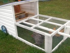 The Homesteading Maven website shares how to build a mobile chicken tractor. A mobile chicken tractor allows chickens to graze new ground daily as they fer Backyard Chicken Coop Plans, Building A Chicken Coop, Chickens Backyard, House Building, Mobile Chicken Coop, Chicken Tractors, Chicken Runs, Small Chicken, Homestead Survival