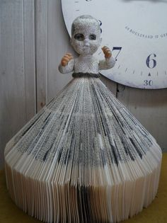 Now THAT'S something I've never seen before! New trend for re-using OLD books. | AJ's Trash2Treasure BLOG