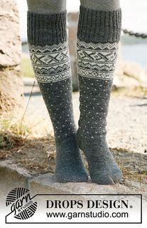 "Foot length: 22-24-27-30 cm / 8¾""-9½""-10½""-11¾"""