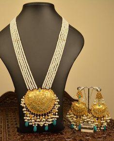 Dubai Gold Jewelry, Real Gold Jewelry, Fancy Jewellery, Gold Jewelry Simple, Designer Jewellery, Trendy Jewelry, Designer Wear, Designer Dresses, Indian Jewelry Sets