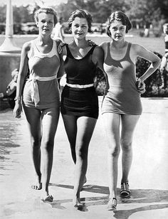 Marilyn Monroe ~ publicity for the National Postmasters Convention, October Norma Jean Marilyn Monroe, Marilyn Monroe Photos, 1930s Fashion, Retro Fashion, Vintage Fashion, Vintage Bathing Suits, Vintage Swimsuits, Moda Vintage, Norma Jeane