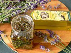 Vyrobte si malé domácí poklady zlevandule - Novinky.cz Nordic Interior, Kraut, Korn, Pesto, The Balm, Mason Jars, Remedies, Food And Drink, Herbs