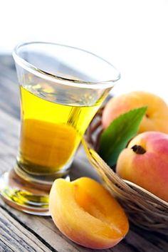 Meruňkový likér Beverages, Drinks, Cantaloupe, Mango, Food And Drink, Fruit, Sweet, Recipes, Gardening