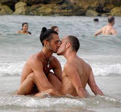 At sea gay kisses - http://bestgaybloggers.com/at-sea-gay-kisses-9/