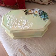 Mod Podge Crafts, Decoupage Box, Diy Cardboard, Pretty Box, Altered Boxes, Jewellery Boxes, Diy Wall Art, Wood Boxes, Painting On Wood
