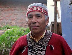 """Ejemplo de un                           """"lonco"""" de los Mapuches: el lonco                           Robinson Carimán de Talca [3] con vincha                           bonita y poncho bonito Gaucho, Southern Cone, Indian Tribes, People Of The World, First Nations, Central America, American Indians, Men Sweater, Culture"""