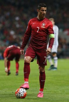 Cristiano Ronaldo, one of the best soccer players ever. He is the current captain of the Portuguese national squad. Cristiano Ronaldo Cr7, Cr7 Messi, Cristino Ronaldo, Cristiano Ronaldo Wallpapers, Ronaldo Football, Neymar Jr, Football Is Life, Sport Football, Good Soccer Players