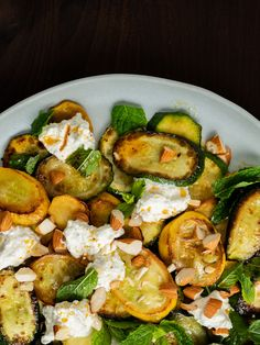 Recipe: Courgette salad with ricotta, almonds and mint - Rezept: Zucchinisalat mit Ricotta, Mandeln und Minze Zucchini salad with ricotta, almonds and mint, pepper - Healthy Pasta Recipes, Healthy Pastas, Sauce Recipes, Vegetarian Recipes, Healthy Grilling, Grilling Recipes, Cooking Recipes, Ricotta, Food Wishes