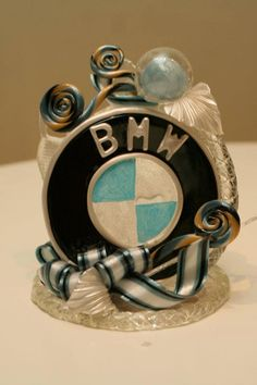 Sweet sugar art BMW statue from Caramel Flowers UK. Ideal as table centerpiece for corporate event, cake topper or gift for car lovers. Edible, made of isomalt and suitable for diabetics.