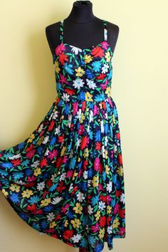 Such a bright and swingy dress for the summer!